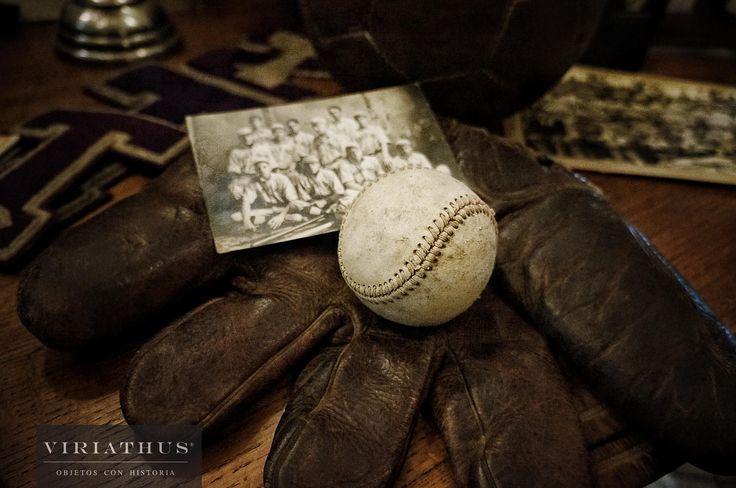 Guante de Béisbol de cuero.  Pelota de Béisbol.  Vintage.