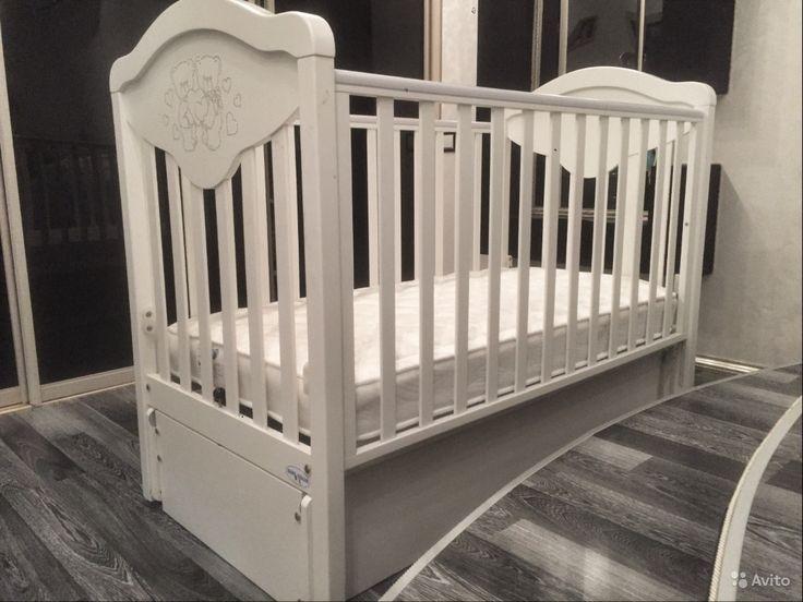 Продам Детская кроватка (Италия ) за 17000 руб. http://kovrov.city/wboard-view-2948.html  Продаётся белая итальянская кроватка (с качалкой) в хорошем состоянии.Звонить по телефону, указанном выше