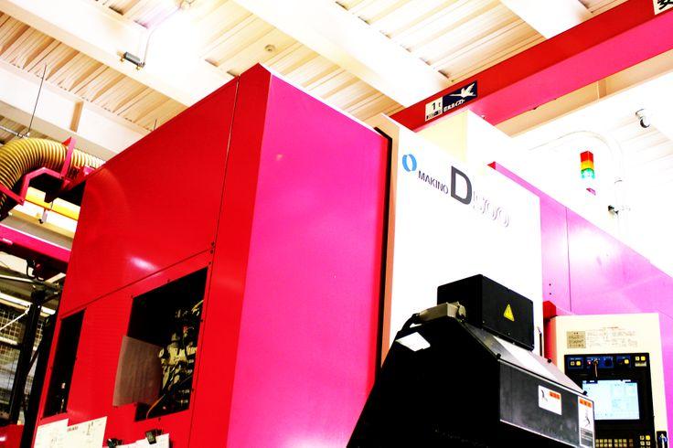 Five-axis machine  Makino D500 #pink 五軸加工機/牧野フライスD500!!
