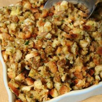 Vegan Stuffing (Portobellos in my stuffing? Yes, please!)  MMmmm I can not wait for thanksgiving I really love my stuffing.