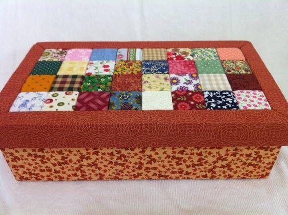Caixa feita com patchwork embutido.