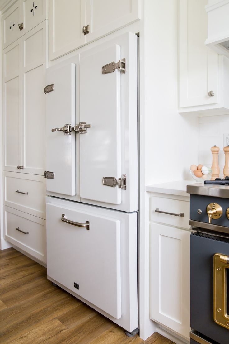 The Classic Fridge From Big Chill Is Such A Showstopper Not Only Is This Fridge Stunning To Look At It S Big Chill Appliances White Appliances Luxury Kitchen