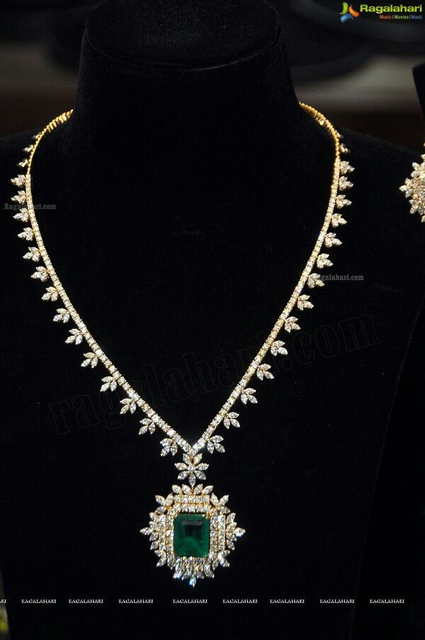 Emerald & Diamond necklace #emeralds #diamonds #necklace www.kristoffjewelers.com