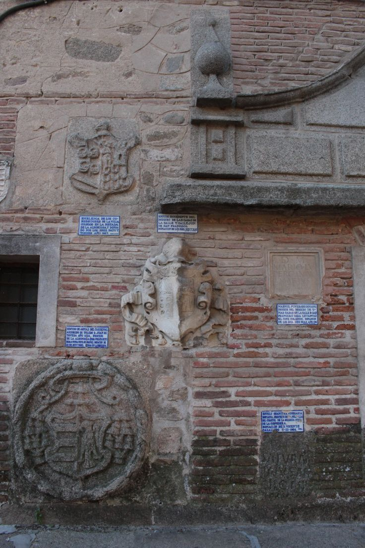 Elementos arqueológicos provenientes de distintos lugares de la ciudad