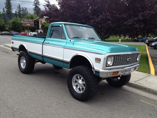 1972 Chevy 4x4 Pickup (LOVE the color, I hope I get to buy Husband one like this someday)!