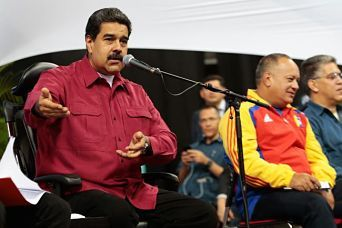 """Maduro: Peña, un empleado maltratado por Trump CARACAS.-El presidente de Venezuela, Nicolás Maduro, afirmó este jueves sentir """"vergüenza"""" de su homólogo mexicano, Enrique Peña Nieto, quien según dijo se comporta como el """"empleado maltratado"""" del mandatario estadounidense, Donald Trump."""