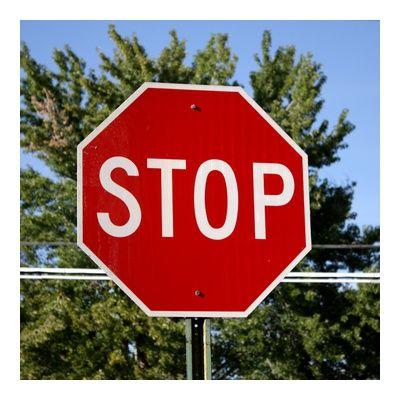 Сколько есть знаков STOP в Париже? один! Действительно во всем городе, есть только один знак STOP, на 16 Quai Saint-Exupéry.