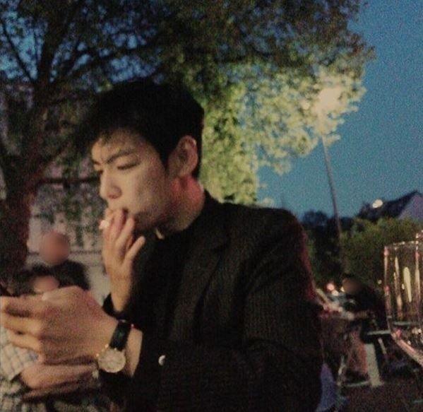 K-pop Idols who are not only smoking hot, but actually smoke | Koogle TV