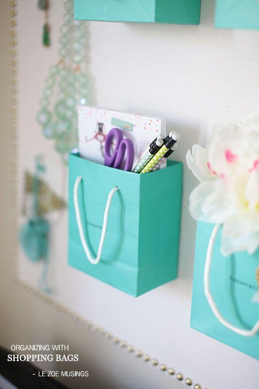 organizar com sacos de compras, esta pode ser transformada em uma decoração bem