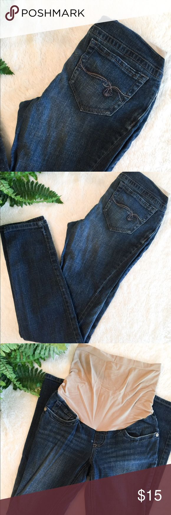 Indigo Blue Maternity Skinny Jeans XS I loved wearing skinny jeans during my pregnancies! Great for boots. 👌🏼 In nice used condition. Maternity band for comfort. They do have some stretch. Inseam: 29"