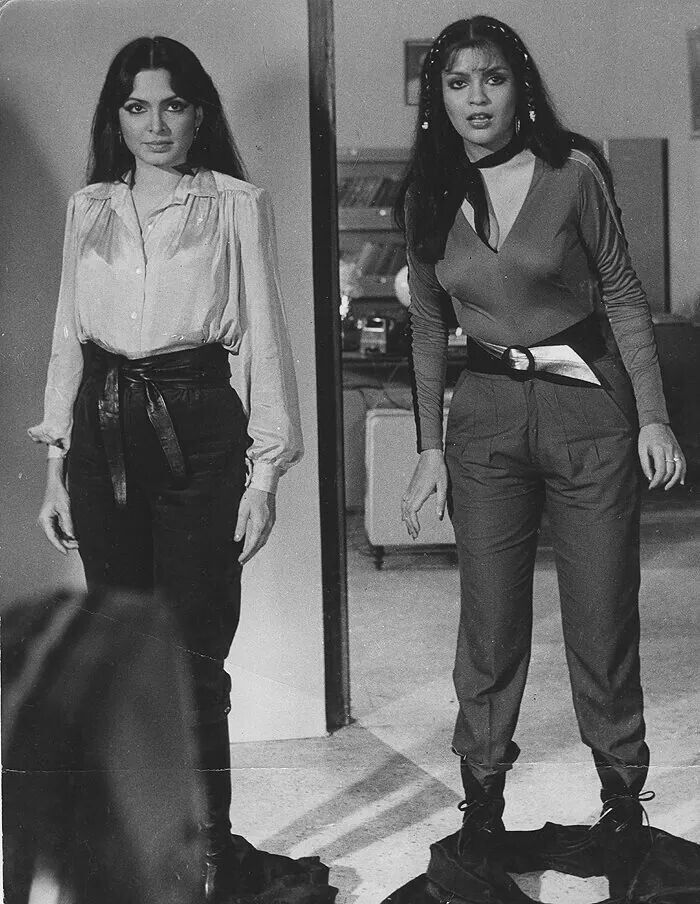 Look alike beauties-Parveen Babi(left) n Zeenat Aman (right)