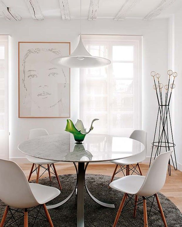 round dining table with eames chairs