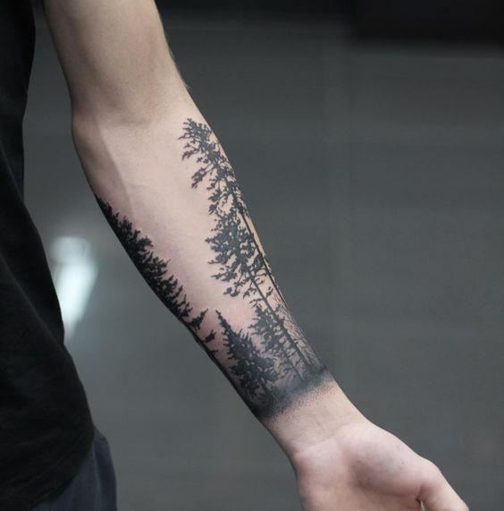 tatuaż drzewa na przedramieniu