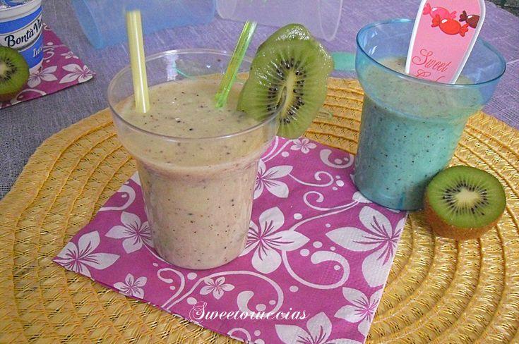 Frullato di banana e kiwi con yogurt