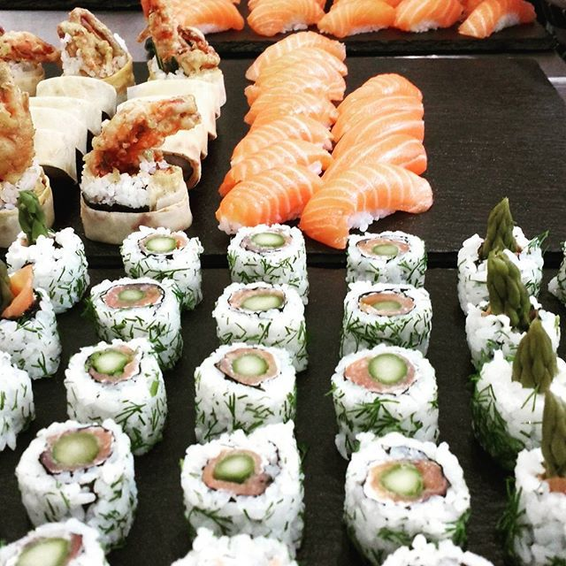 Salmon, avocado & toasted sesame uramaki, salmon nigiri, beef tataki, spicy tuna gunkan and more on its way to CVP Fitzrovia for tonight's event. #catering #sushi #londonevents #eventcatering