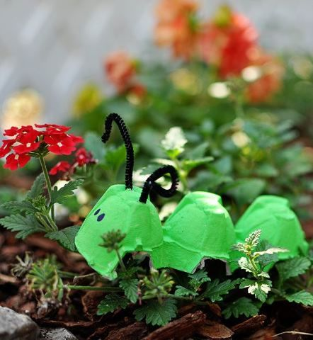 Brinquedo - lagarta de caixa de ovos
