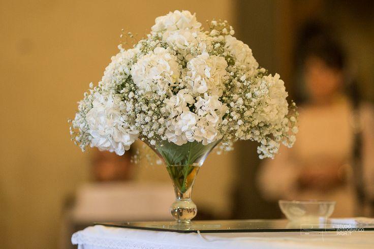 Matrimonio Total White: composizione per la chiesa con gypsophila e garofani