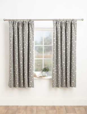 Stylish pencil pleat curtains with a star design in a satin and matt finish. They're lined and come in two drop lengths, ideal for neutral nursery.