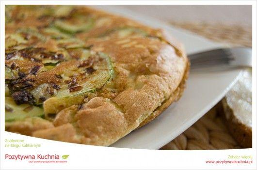 Omlet z cukinią - #przepis na wytrawny #omlet  http://pozytywnakuchnia.pl/omlet-z-cukinia/  #cukinia #kuchnia #obiad