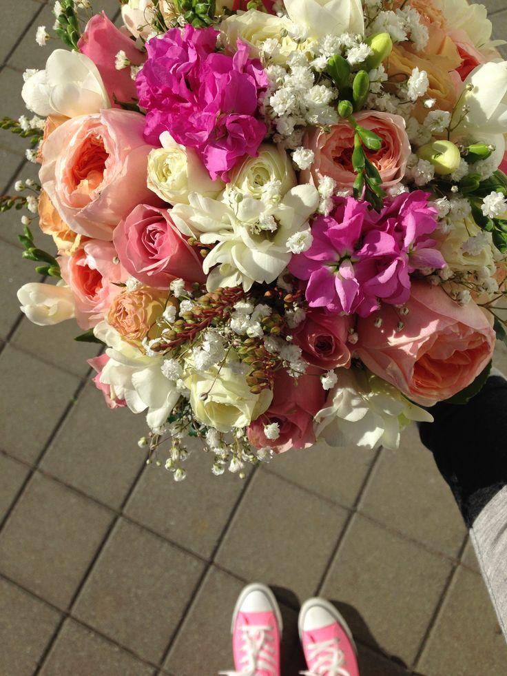 david austin roses, loose vintage hand held posy, bride wore converse sneakers as her wedding shoes.