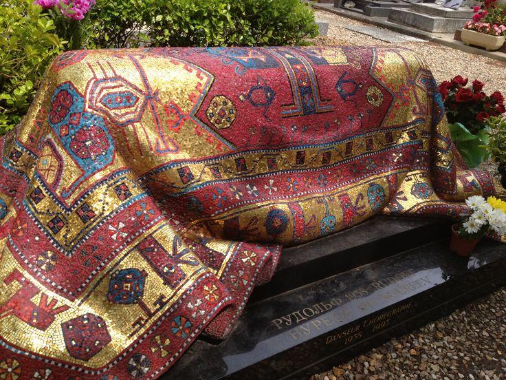 Tombe de Noureev au cimetière russe orthodoxe de Sainte-Geneviève-des-bois  www.epitag.com #noureev #sainte_genevieve_des_bois #qrcode #plaque_qr_code #plaque_funeraire #funeraire #cimetiere_russe #cimetiere_orthodoxe