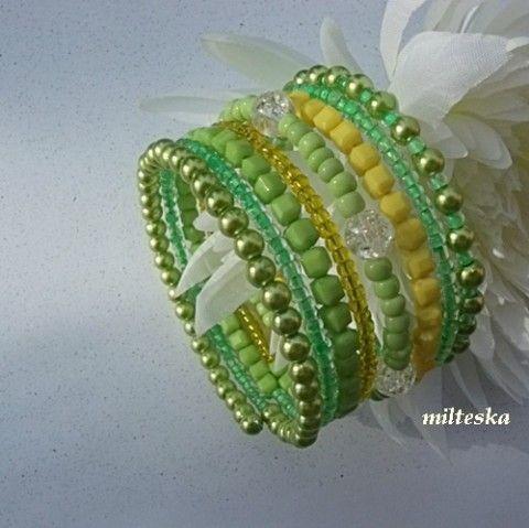 náramek-svěží zelený náramek korálky zelená zlatá bílá žlutá perličky rokajl voskované světlezelená paměťový drát modní doplněk