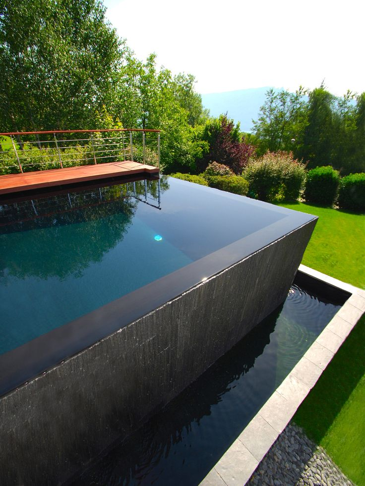 17 best images about piscines d bordement on pinterest for Piscine bois a debordement