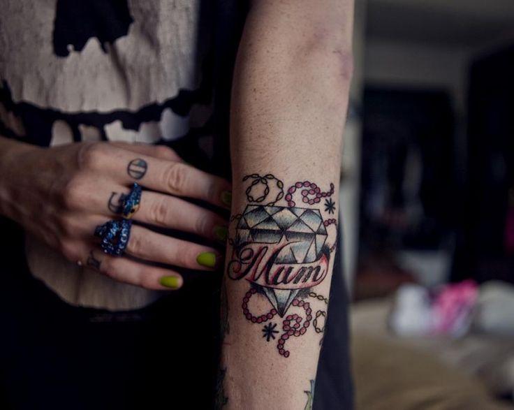 die 25 besten ideen zu tattoo schrift arm auf pinterest john mayer texte arm zitat tattoo. Black Bedroom Furniture Sets. Home Design Ideas