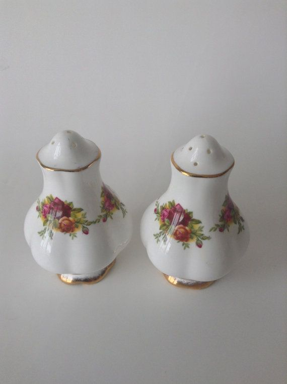 Hey, I found this really awesome Etsy listing at https://www.etsy.com/au/listing/188387648/royal-albert-old-country-roses-salt