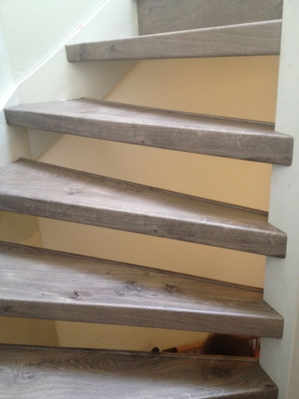 25 beste idee n over vinyl tegels op pinterest grijze bevloering en vinyl vloerbedekking - Entreehal met trap ...