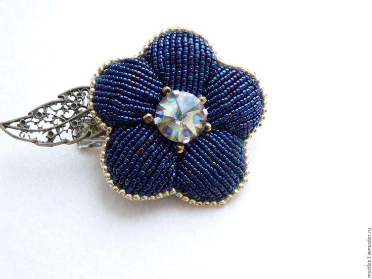 Купить Брошь-заколка Цветок - тёмно-синий, японский бисер, риволи сваровски, кожа натуральная