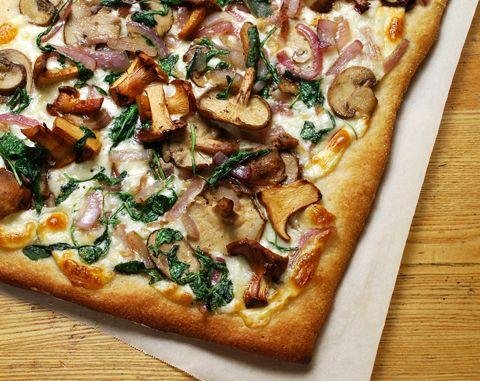 Mushrooms, arugula, red onion and mozzarella pizza. Yum!