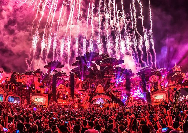 Tomorrowland is without doubt the biggest and most important dance music festival on the planet.... The lineup includes Armin van Buuren, David Guetta, Axwell ^ Ingrosso, Martin Garrix, Alesso, Paul van Dyk, Paul Kalkbrenner and Afrojack.