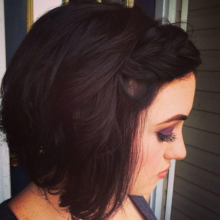 Dieses Video zeigt super einfache und schnelle Frisur für Mädchen mit einem Bob. Schnelle unordentliche aber süße Locken mit einem geflochtenen Haarband - #girls #hairstyle #qu