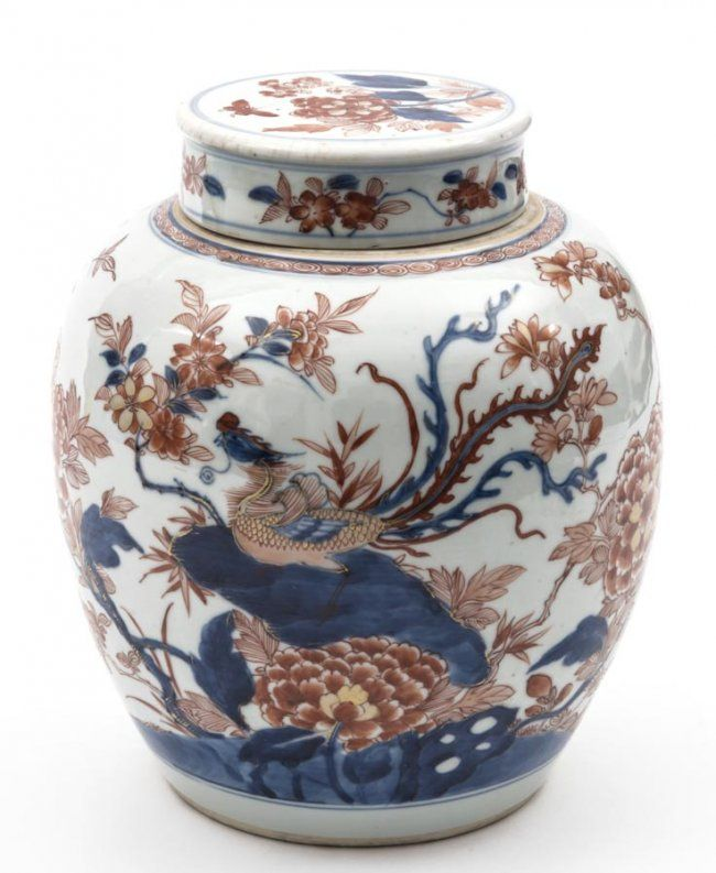 A blue and white iron-red jar and cover, with phoenix and peony decorations Qing Dynasty, Kangxi Period  Height 24cm