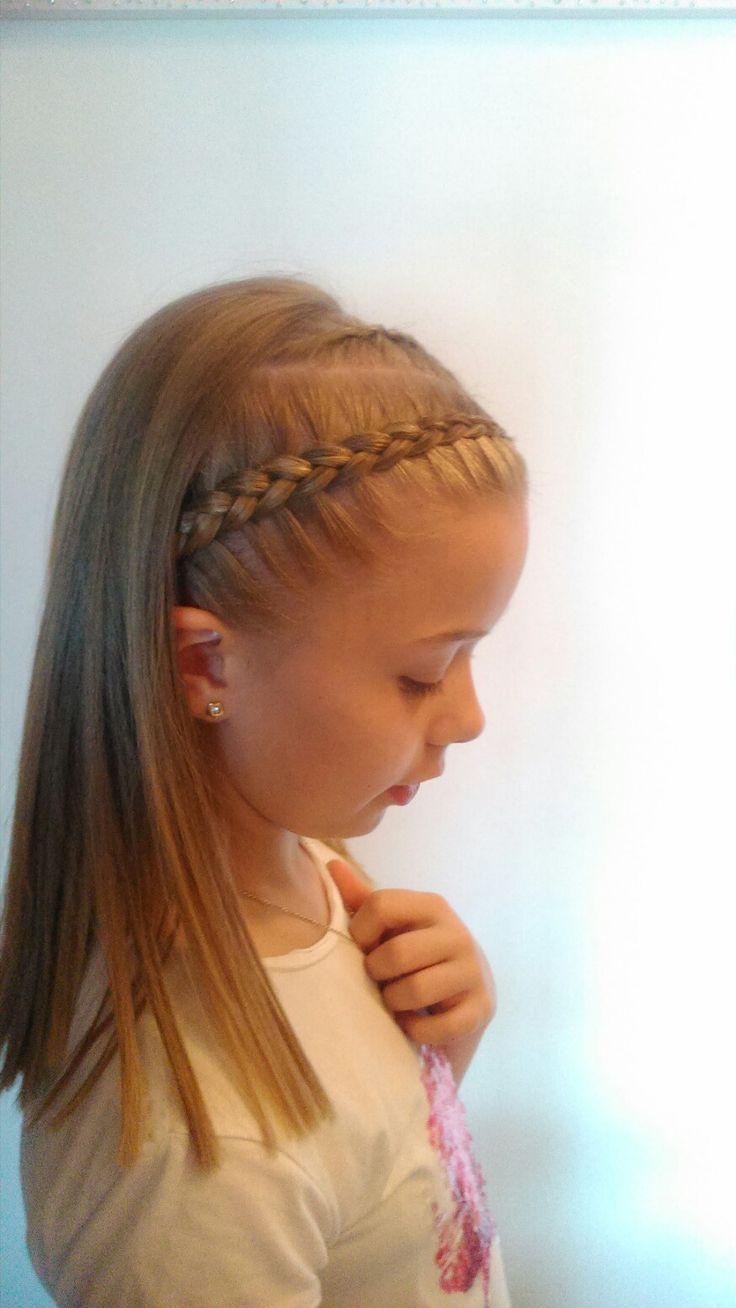 Instrucciones peinados niña trenzas Fotos de cortes de pelo estilo - Niña con trenza como diadema. en 2020 | Trenzas de niñas ...