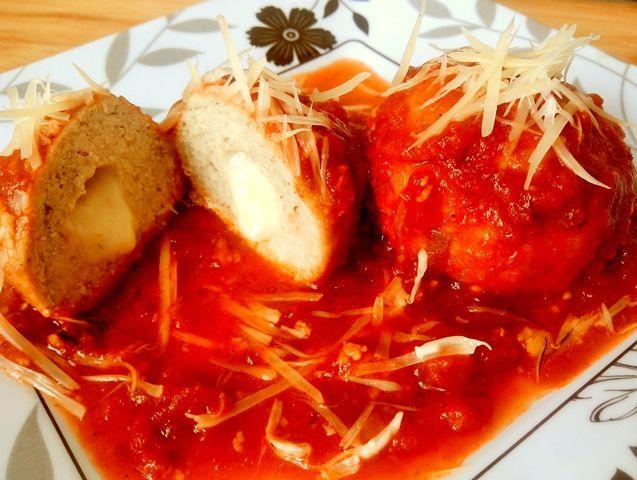 Apesar de não ser a maior fã do tomate, acho que um bom molho, caseiro ou nem tanto, deixa qualquer coisa mais interessante na mesa, seja um simples ovo ou uma massa deliciosa. O queijo ralado comp…