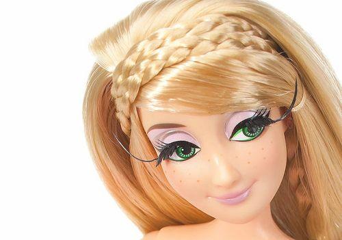 Disney Princess Designer Doll Video - Rapunzel (2)