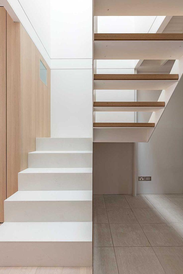 Las 25 mejores ideas sobre escaleras exteriores en for Escaleras interiores de casas pequenas