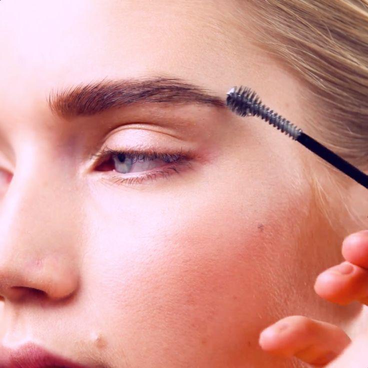 """""""Ta en transparenta ögonbrynsmascara om du vill fixera dina bryn så att de håller sig på plats."""""""