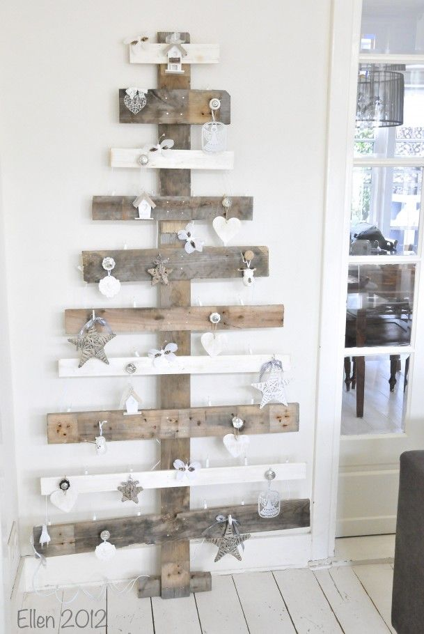 Zelfgemaakte kerstboom van pallethout! Soooo cute!!!