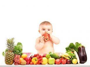 BLW - avagy az igény szerinti hozzátáplálás  A baby led weaning (BLW), azaz az igény szerinti hozzátáplálás tulajdonképpen az igény szerinti szoptatás folytatásának tekinthető. Lényege, hogy az anyatej minél természetesebben és minél tovább részét képezze a baba táplálékának, hiszen a kicsi azzal, hogy a hozzátáplálás legelejétől kezdve önállóan étkezik, saját maga szabályozhatja, hogy miből mennyit eszik és szopik.