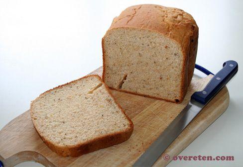 Jaren had ik geen broodbakmachine aangeraakt, maar afgelopen weekend had ik ineens enorm de behoefte zelf brood te bakken. Ik maakte een brood met Italiaanse kruiden en zongedroogde tomaten en dat …
