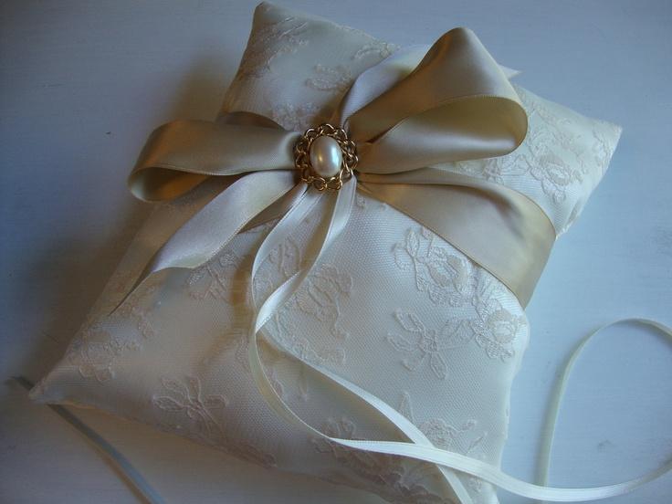 Vintage Inspired Wedding Pillow Ring Bearer Pillow. $34.95 via Etsy. & 121 best Wedding Ring Pillow\u0027s \u0026 Basket\u0027s images on Pinterest ... pillowsntoast.com