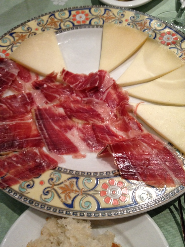 Jamón y queso Manchego. http://spainatm.com