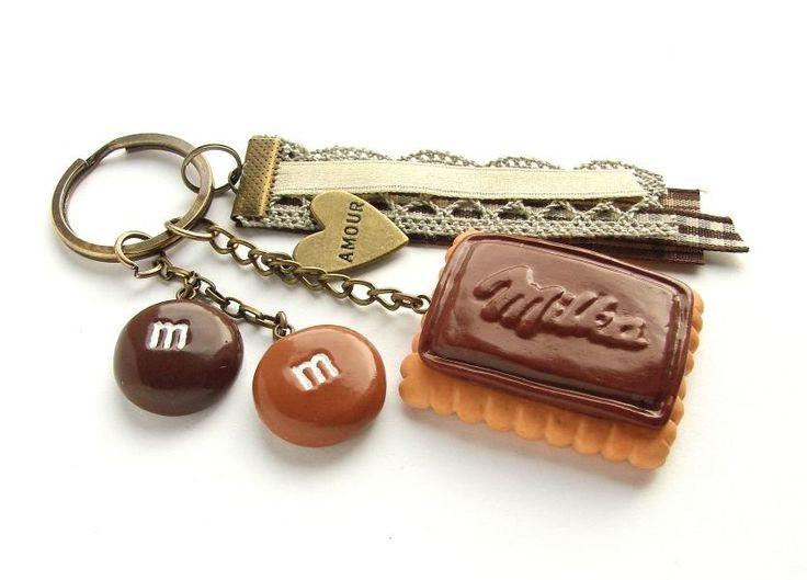 Breloczek z Herbatnikiem Milka (proj. Yummy Cookie), do kupienia w DecoBazaar.com