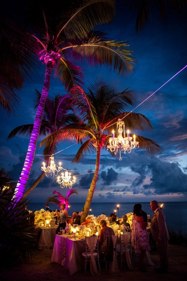 how romantic it would be !!!! Key West dining under the stars #MarriottCourtyardKeyWest #DreamKeyWestVacation