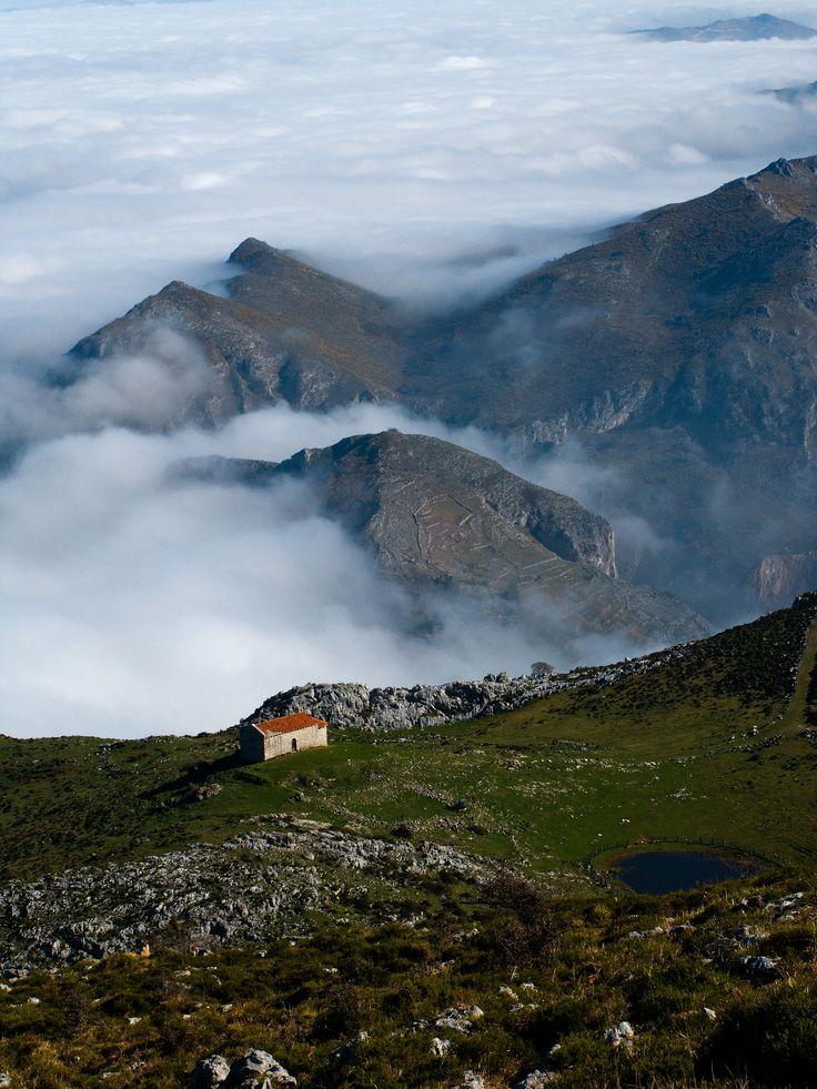 Ermitas y Monte Monsacro, municipio de Morcín (Asturias-España) // Chapels and Monsacro Mountain, in Morcín (Asturias-Spain)