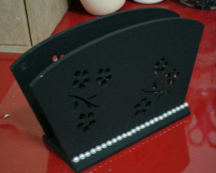 Porta guardanapo em mdf com recorte à laser pintado à mão, decorado com aplique perolado