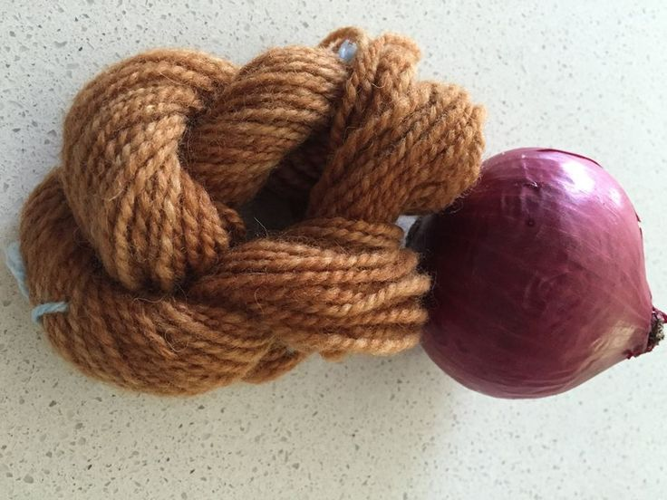 Natural Dyeing wool with purple onion skins and white vinegar